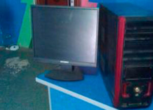 -kompyuter-s-monitorom-myshkoy-klaviaturoy-_rev002